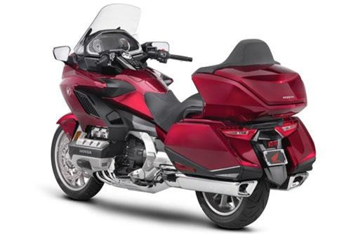 9. Honda GL1800 Gold Wing Touring Deluxe 2019 (giá: 35.999 euro).