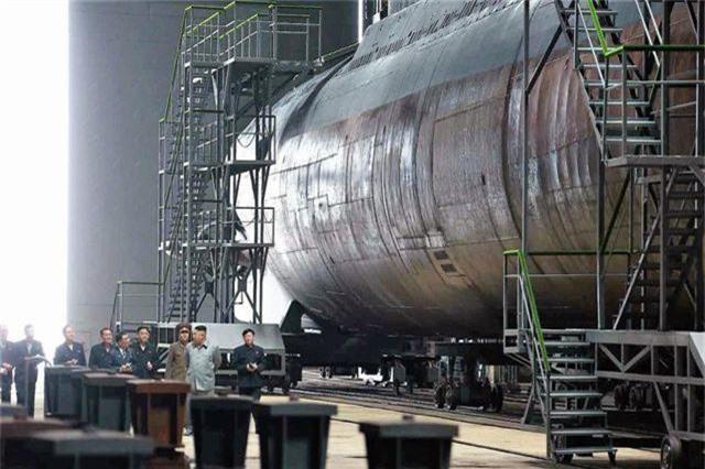 """Ẩn ý của Triều Tiên khi """"khoe"""" ảnh ông Kim Jong-un thị sát tàu ngầm - 2"""