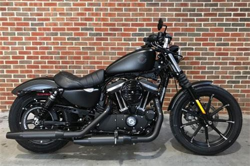 4. Harley-Davidson Iron 883 2019 (giá: 8.999 USD).