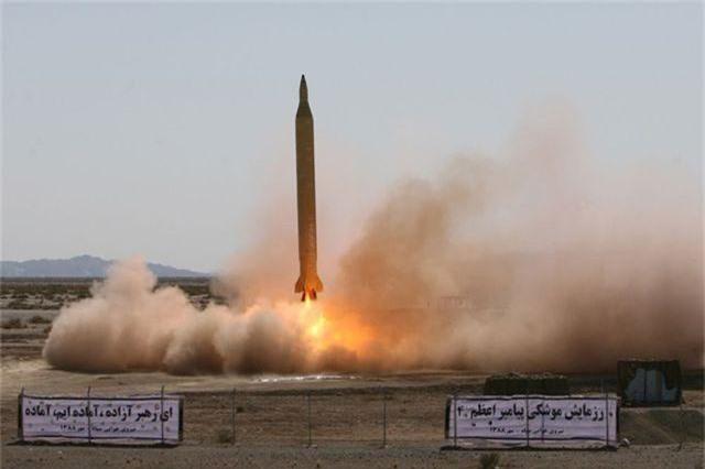 Iran bị nghi thử tên lửa đạn đạo bay xa 1.000 km - 1