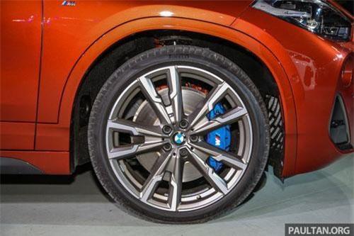 BMW X2 M35i được trang bị bộ vành 20 inch, lốp Pirelli P-Zero.