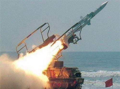 Đạn tên lửa đánh chặn 3M9 của tổ hợp phòng không 2K12 Kub rời bệ phóng. Ảnh: Wikipedia.