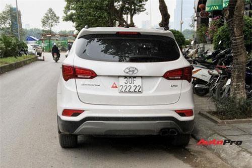 Hyundai Santa Fe biển ngũ quý 2 tại Hà Nội. Ảnh: AutoPro.