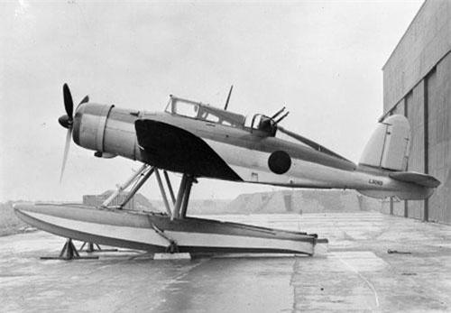 Đầu tiên phải kể đến chiến đấu cơ Blackburn Roc được Không quân Hoàng gia Anh sản xuất năm 1939. Đây là loại máy bay được lực lượng này chế tạo để hoạt động trên tàu sân bay. Nguồn ảnh: Warhistory.