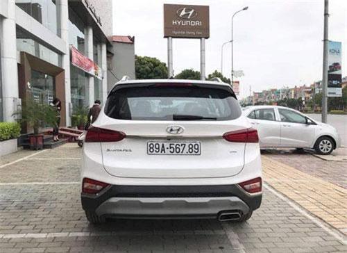 Hyundai Santa Fe biển số 567.89 tại Hưng Yên. Ảnh: Tin247.