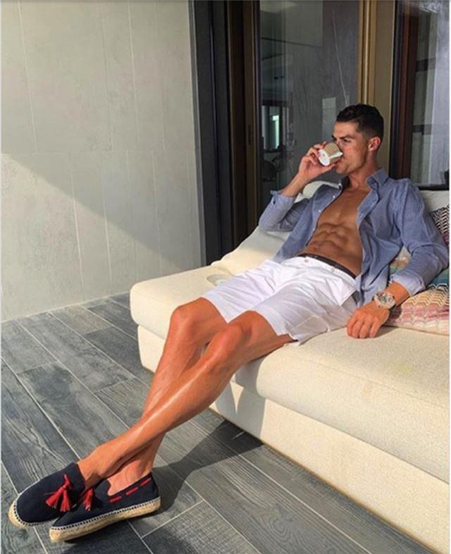 "C.Ronaldo kiếm gần 1 triệu USD cho mỗi lần ""sống ảo"" - 2"