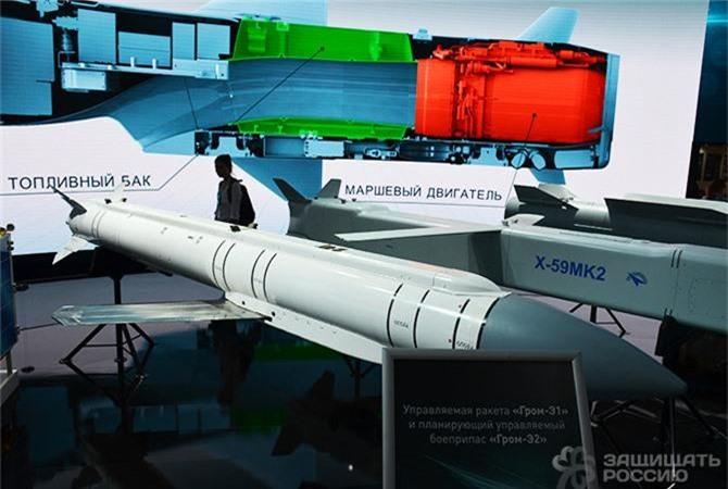 """Kham pha """"bom bay"""" cua sieu tiem kich Sukhoi Su-57 Nga-Hinh-5"""