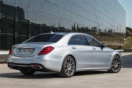 Mercedes-Benz S560e.