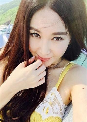 My nhan U60 nghien chup nude nhat showbiz Hoa ngu-Hinh-11