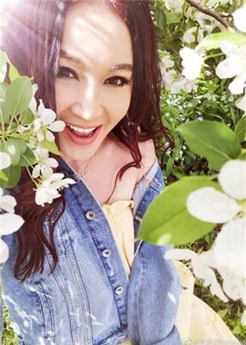 My nhan U60 nghien chup nude nhat showbiz Hoa ngu-Hinh-13