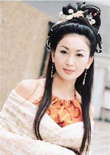 My nhan U60 nghien chup nude nhat showbiz Hoa ngu-Hinh-4