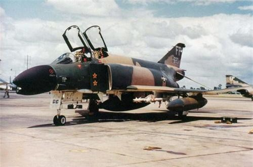 Chiếc tiêm kích F-4C của Chuẩn tướng Robin Olds - Viên phi công nổi tiếng của Không lực Hoa Kỳ trong Chiến tranh thế giới II và Chiến tranh Việt Nam. Ảnh: Wikipedia.