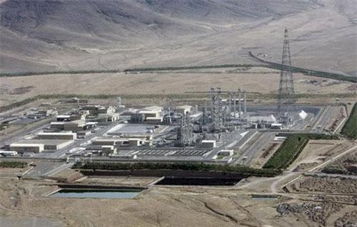 Lò phản ứng hạt nhân nước nặng Arak chụp năm 2006 (Ảnh: Reuters)