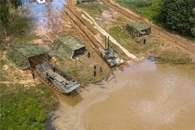 """Nang 42-46 tan, """"xe tang bay"""" T-80 Nga vuot song the nao?-Hinh-8"""