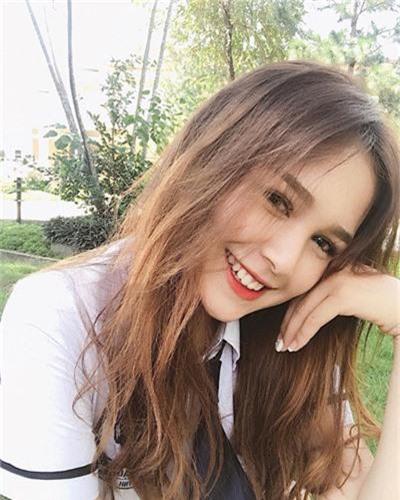 Hot girl 2K2 so huu mat xinh, body goi cam ngo la gai Tay-Hinh-3