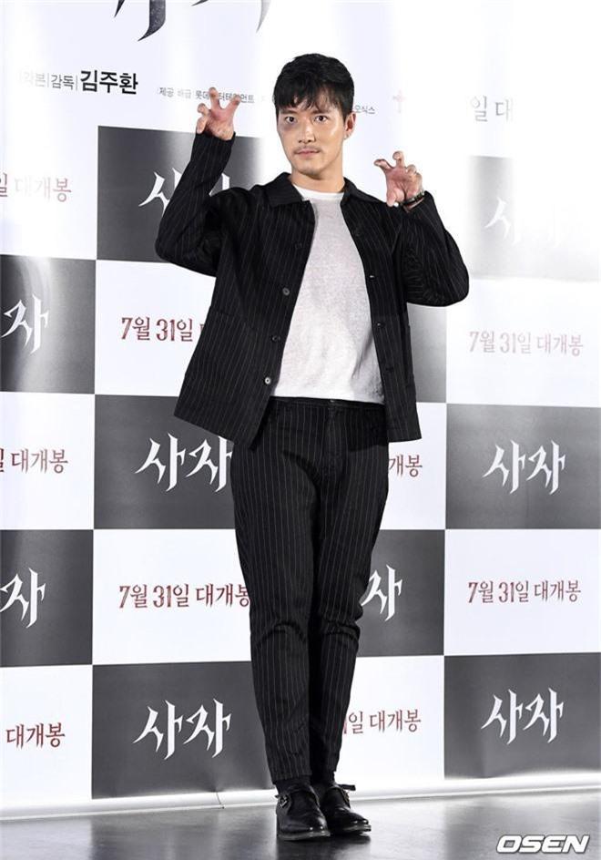 Sự kiện VIP hội tụ 30 sao khủng: Park Seo Joon mời V (BTS), tài tử Hậu duệ mặt trời, Kí sinh trùng và toàn mỹ nhân - Ảnh 13.