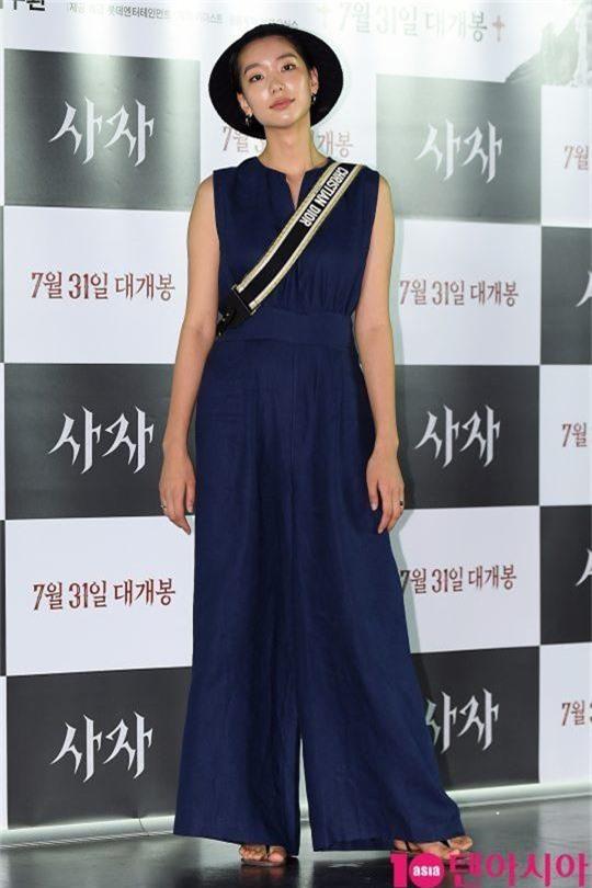 Sự kiện VIP hội tụ 30 sao khủng: Park Seo Joon mời V (BTS), tài tử Hậu duệ mặt trời, Kí sinh trùng và toàn mỹ nhân - Ảnh 22.