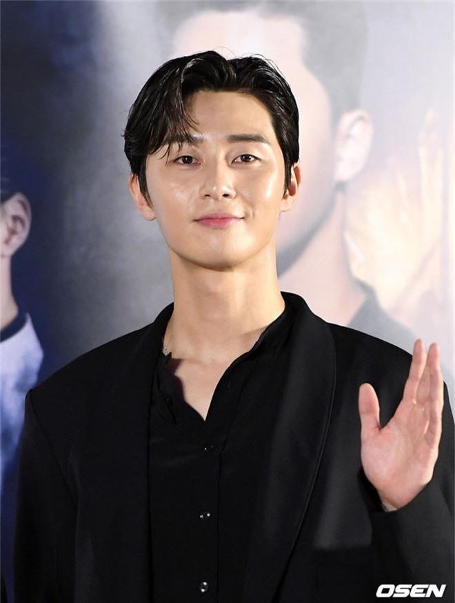 Sự kiện VIP hội tụ 30 sao khủng: Park Seo Joon mời V (BTS), tài tử Hậu duệ mặt trời, Kí sinh trùng và toàn mỹ nhân - Ảnh 4.
