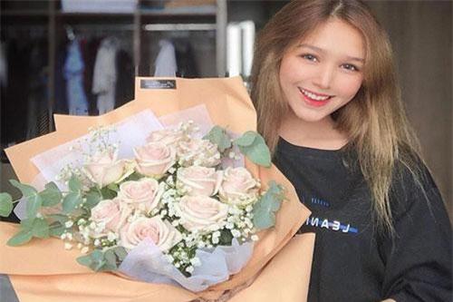 Phạm Thùy Trang (biệt danh Alice, sinh năm 2002, TP.HCM) là gái xinh thế hệ mới trong bản đồ hot girl Việt Nam. Cô thường bị nhầm lẫn là gái Tây và được dân mạng chú ý sau khi xuất hiện khắp diễn đàn trai xinh gái đẹp.