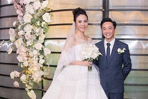 Cô dâu Đàm Thu Trang rạng rỡ bên chú rể Nguyễn Quốc Cường.