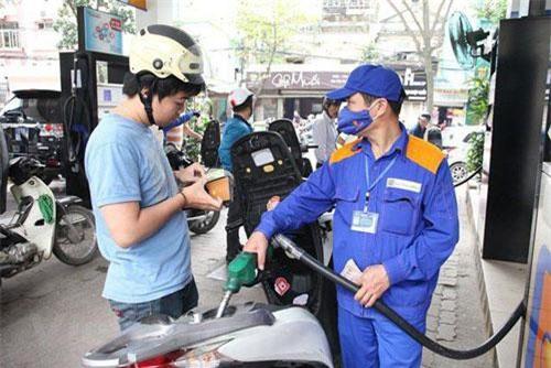 Nhiều khả năng giá xăng được điều chỉnh giảm nhẹ vào ngày mai.