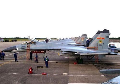 Trung Quốc là quốc gia đầu tiên nhập khẩu tiêm kích Su-35 từ Nga và hiện tại cũng là nước sở hữu số lượng chiến đấu cơ Su-35 nhiều thứ hai thế giới chỉ sau Nga. Nguồn ảnh: TheArchive.