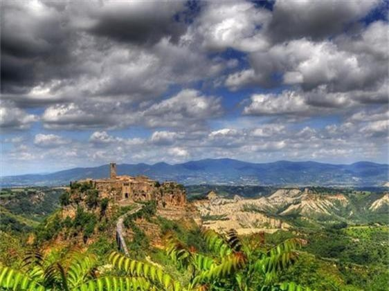 Khám phá thị trấn 2.500 năm tuổi ở nước Ý - 2