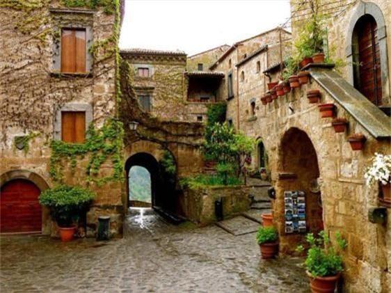 Khám phá thị trấn 2.500 năm tuổi ở nước Ý - 5