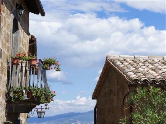 Khám phá thị trấn 2.500 năm tuổi ở nước Ý - 8