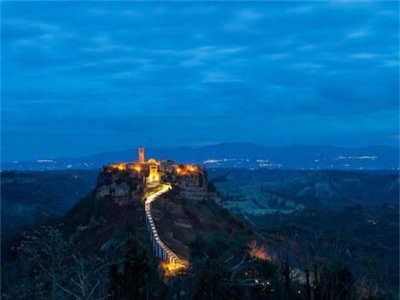Khám phá thị trấn 2.500 năm tuổi ở nước Ý - 9