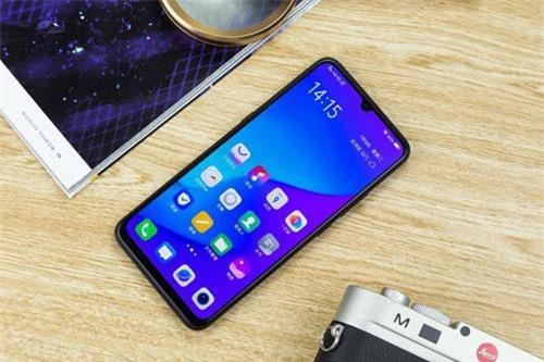 Z5 được trang bị tấm nền màn hình Super AMOLED kích thước 6,38 inch, độ phân giải Full HD Plus (2.340x1.080 pixel). Màn hình này được chia theo tỷ lệ 19,5:9, thiết kế dạng giọt nước, chiếm 90% diện tích mặt trước.