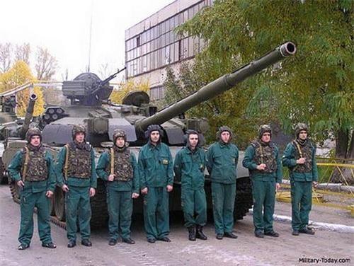 Kíp chiến đấu 8 người của BMT-72. Ảnh: Military Today.