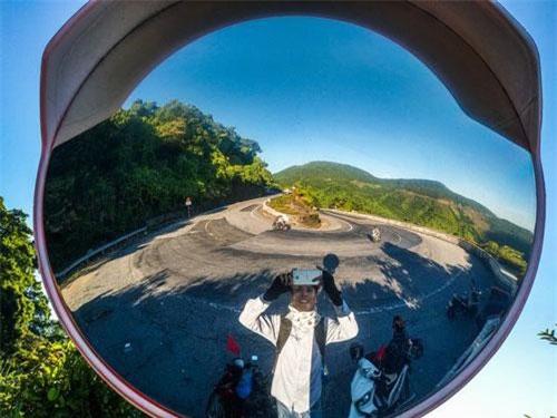 Đam mê xê dịch và yêu thích khám phá mọi miền đất nước, mới đây Nguyễn Đình Huy (sinh năm 1997, Mỹ Đức, Hà Nội) đã thực hiện chuyến xuyên Việt bằng xe máy qua 42 tỉnh thành từ Bắc vào Nam.