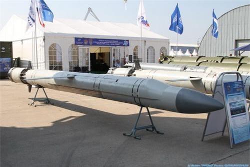 Tên lửa hành trình chống hạm siêu âm 3M-54E. Ảnh: TASS.
