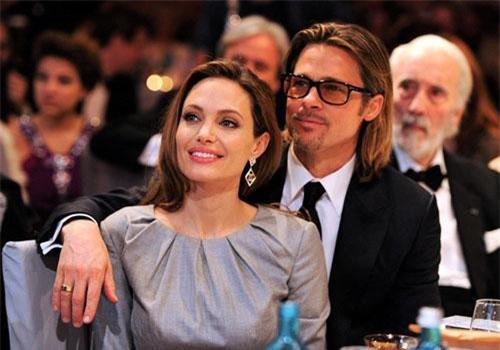 Ngày 14/4, Brad Pitt và Angelina Jolie chính thức hoàn tất thủ tục ly hôn kéo dài suốt 3 năm căng thẳng. Nhìn lại quãng thời gian vui vẻ mà cặp sao từng có với nhau, không ít người hâm mộ bày tỏ sự tiếc nuối. Tuy vậy, họ vẫn hy vọng thần thượng sẽ tìm được hạnh phúc mới trong tương lai.