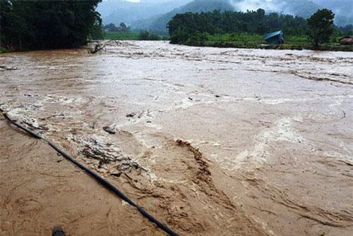 Nước sông tại huyện Quan Sơn đang dâng cao.