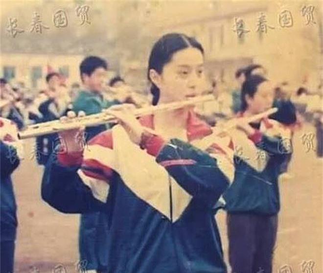 Bất ngờ với ảnh thời đi học của sao Hoa ngữ: Hồ Ca, Huỳnh Hiểu Minh khác hoàn toàn hiện tại, Chung Hán Lương, Phạm Băng Băng vẫn đẹp xuất sắc từ bé - Ảnh 5.