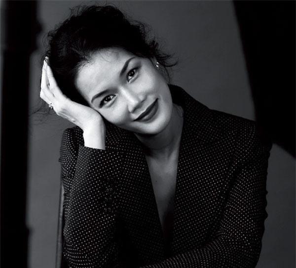 Có xuất phát điểm tốt với danh hiệu Hoa khôi thể thao đầu tiên của Việt Nam 1993, thế nhưng doanh nhân Nguyễn Thị Kim Oanh lại không chọn con đường dấn thân vào giới giải trí mà lại quyết định làm việc trong một số công ty lien doanh nước ngoài trước khi chuyển sang kinh doanh ẩm thực và trở thành Giám đốc của Chuỗi nhà hàng nổi tiếng Wrap&Roll.