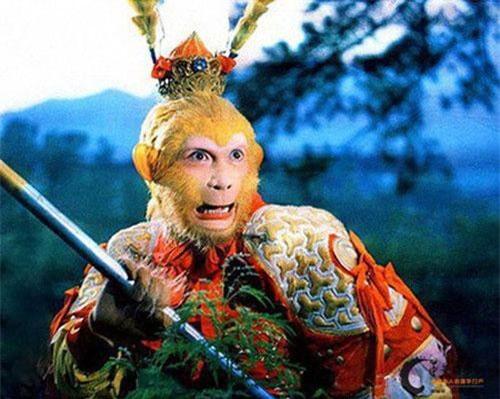 Nhân vật Tôn Ngộ Không được nhiều người biết đến và yêu thích khi xem tác phẩm Tây Du Ký. Bên cạnh những phép thuật phi thường, người ta còn chú ý đến chiếc mũ có lông vũ dài mà Tôn Ngộ Không thường đội.