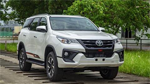 Toyota Fortuner 2019 giảm giá mạnh trong tháng Ngâu, đối đầu Honda CR-V, Hyundai Santa Fe