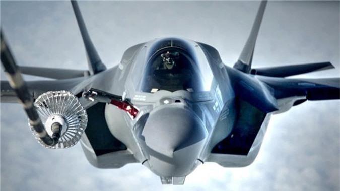 Can canh tiem kich F-35 cua Khong quan Anh tiep lieu tren khong-Hinh-4