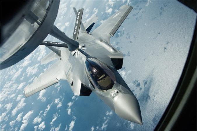 Can canh tiem kich F-35 cua Khong quan Anh tiep lieu tren khong-Hinh-6