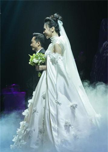 Dieu dac biet ve 3 chiec vay cuoi cua Dam Thu Trang trong hon le-Hinh-14