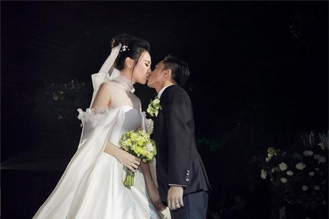 Dieu dac biet ve 3 chiec vay cuoi cua Dam Thu Trang trong hon le-Hinh-15