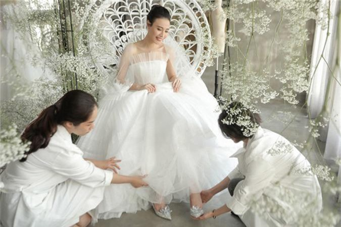 Dieu dac biet ve 3 chiec vay cuoi cua Dam Thu Trang trong hon le-Hinh-5