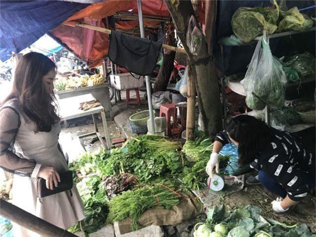 Rau củ Việt tăng gấp đôi, hàng Trung Quốc lại đứng giá sau mưa bão - 4