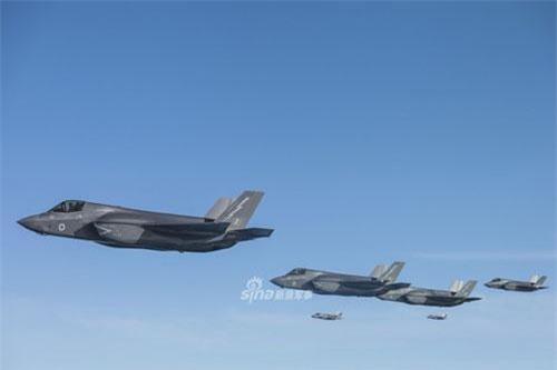 Các tiêm kích F-35 phiên bản F-35B của Không quân Hoàng gia Anh vừa rồi đã có buổi bay thử nghiệm khả năng tiếp liệu trên không cực kỳ hoành tráng. Nguồn ảnh: Sina.