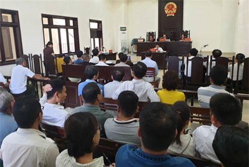 Nhiều người mua đất lo lắng dự phiên tòa xét xử tranh chấp giữa Cty CP BVĐK Hòa Xuân với bà Hiền ngày 3/6.
