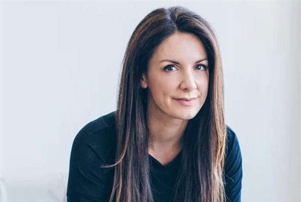 Nữ doanh nhân Kat Cole hiện là Chủ tịch Tập đoàn Focus Brands và Giám đốc điều hành của chuỗi nhà hàng đồ nướng Cinnabon được định giá hơn 1 tỷ USD.