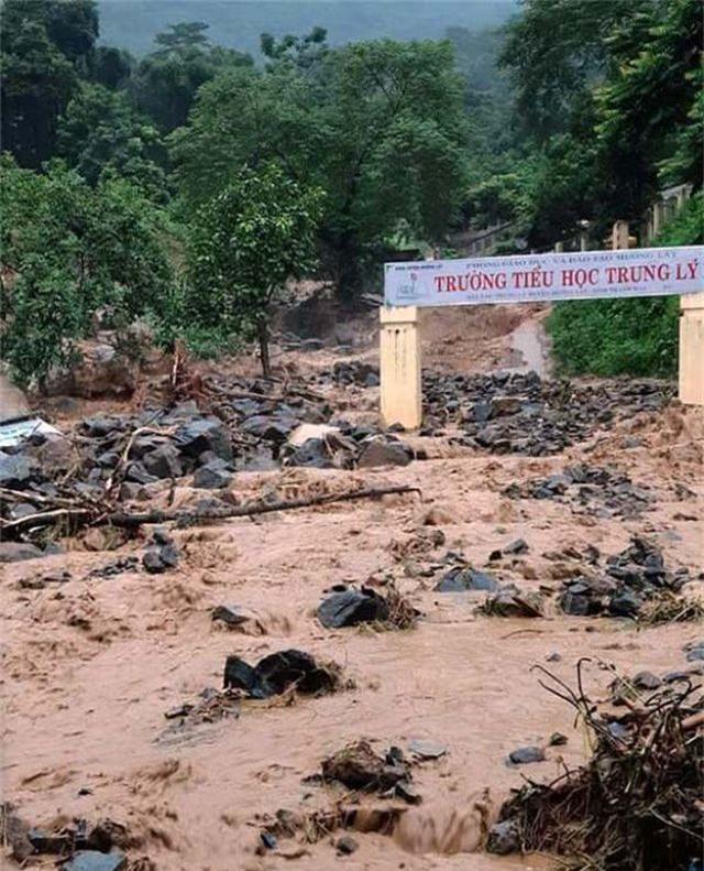 Thanh Hóa: 5 người chết, 10 người mất tích, thiệt hại gần 300 tỷ đồng vì mưa lũ - 3